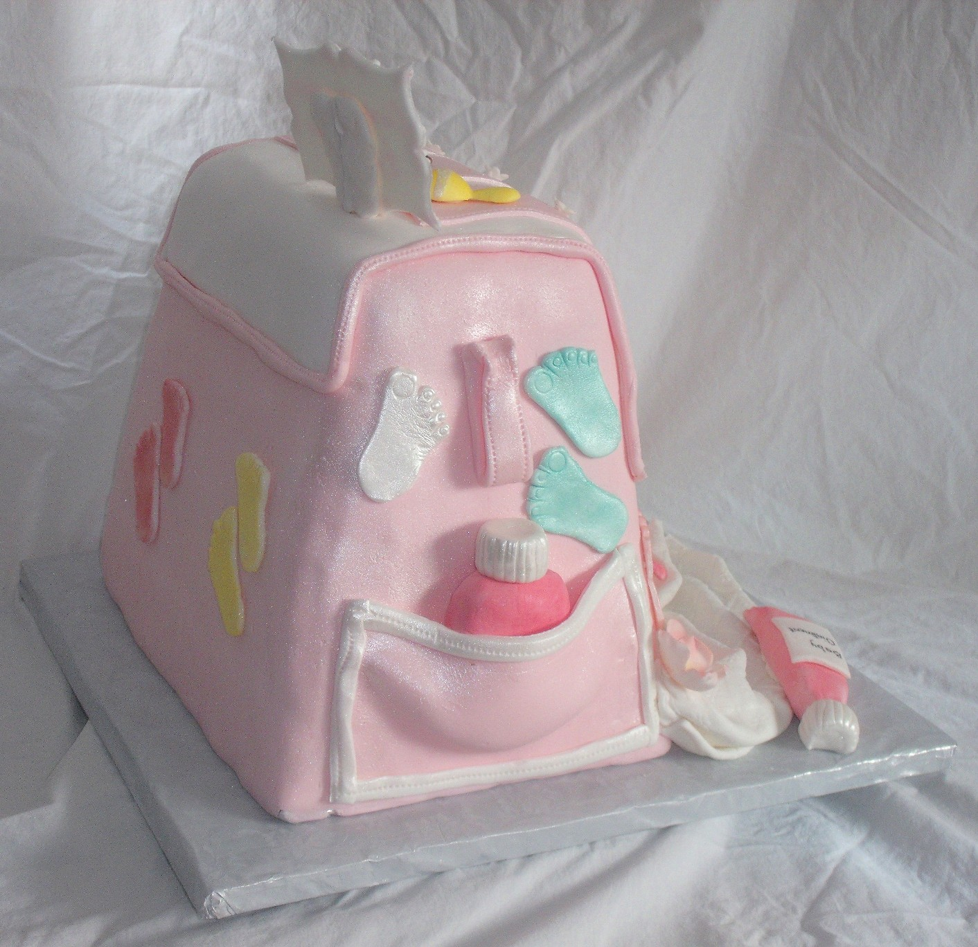 Baby Diaper Bag Cake For Baby Shower With Edible Gumpaste ...