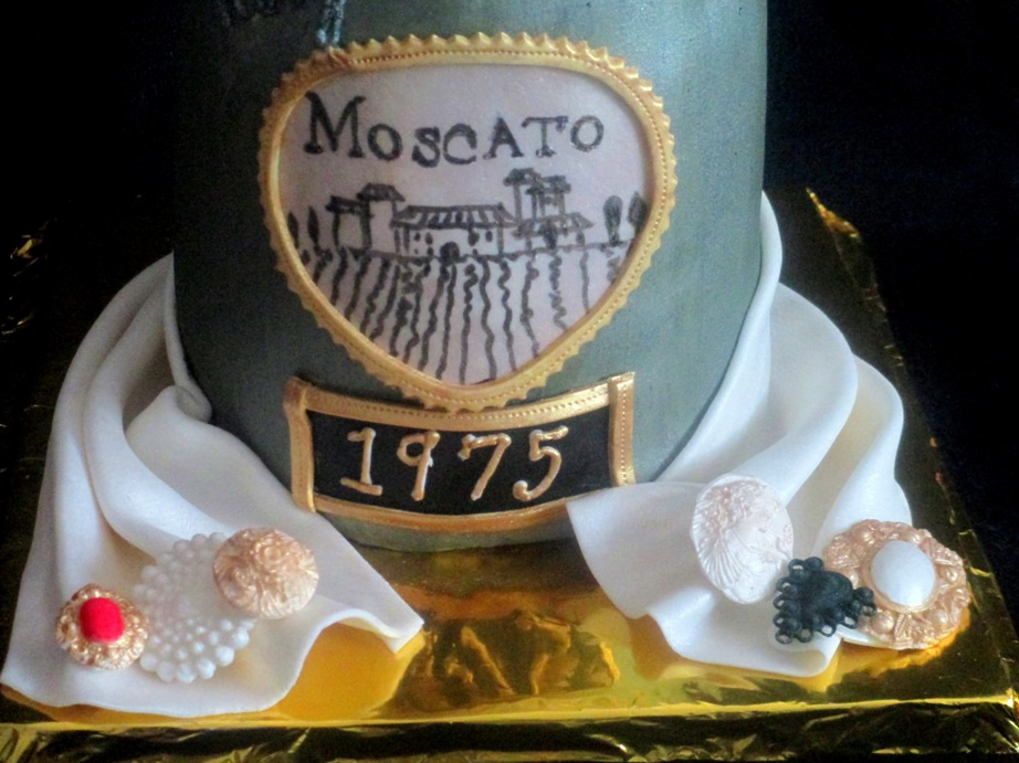 Wine Bottle Moscato Fondant Cake Jewelry And Label Close Up View Full Size Slideshow