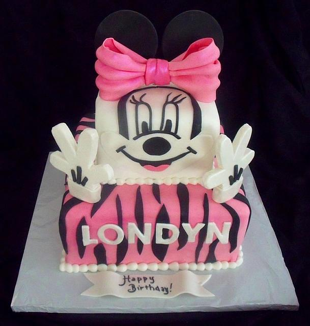 Minnie Mouse Face and Hands Birthday Fondant Cake