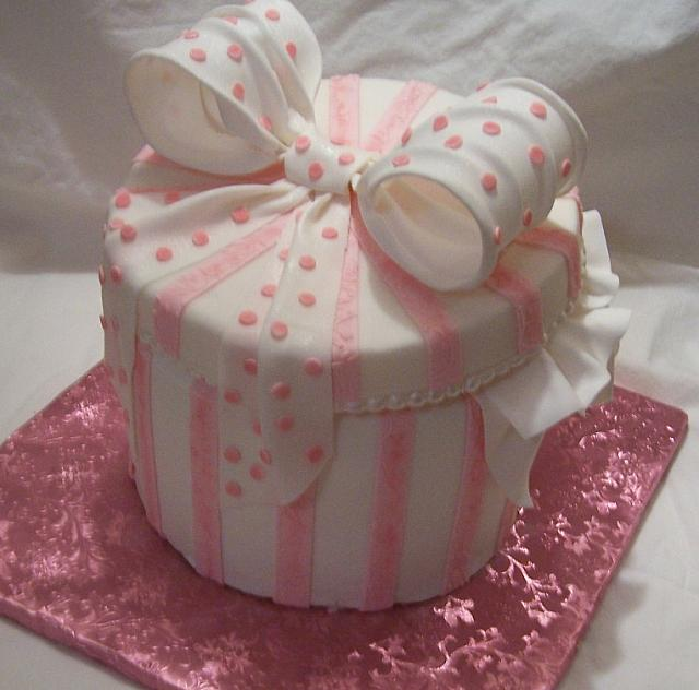 Back of pink Hat or Gift Box cake