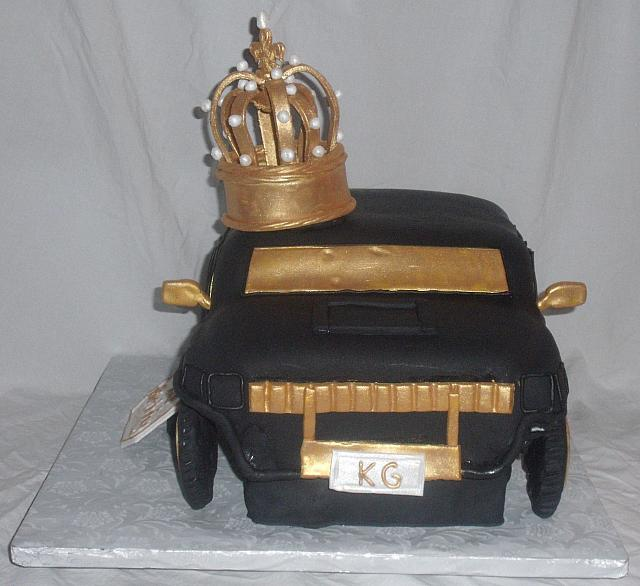 2010 Hummer Car Cake With Edible Gumpaste King's Crown front view