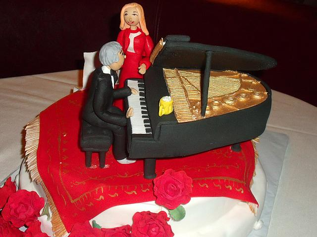 50th Anniversary Cake Couple At Piano