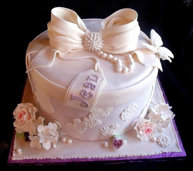Victorian Themed Hat Box Fondant Cake main view