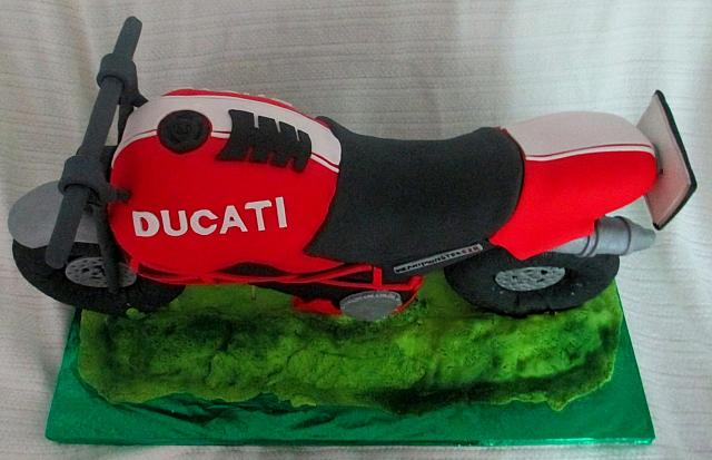 Three Dimensional or 3D Motorcycle Fondant Cake top view