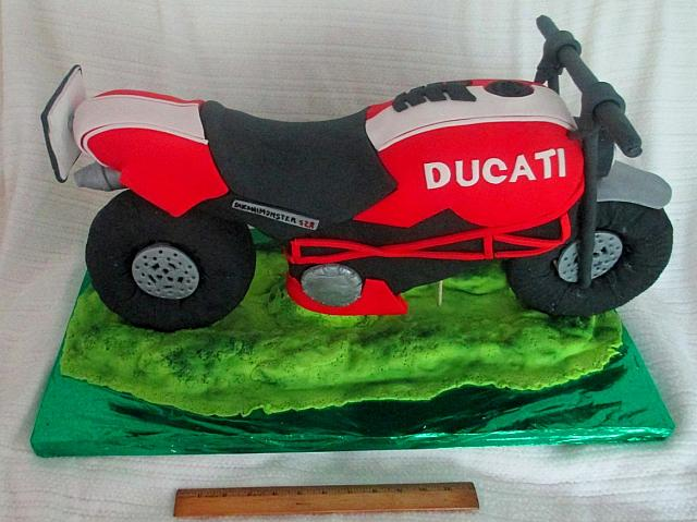 Three Dimensional or 3D Motorcycle Fondant Cake view 2