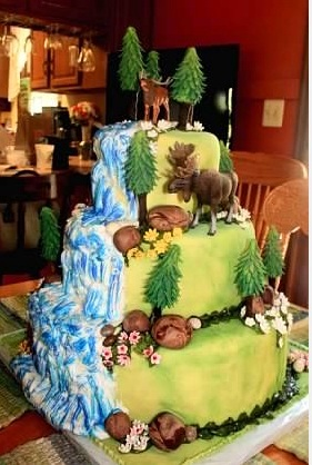 WeddingCakeOutdoorsThemeWithTwoPlasticAnimals