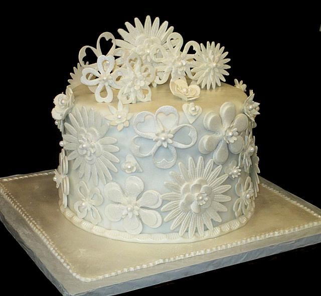 WeddingCakeWhiteFloralVeganView2