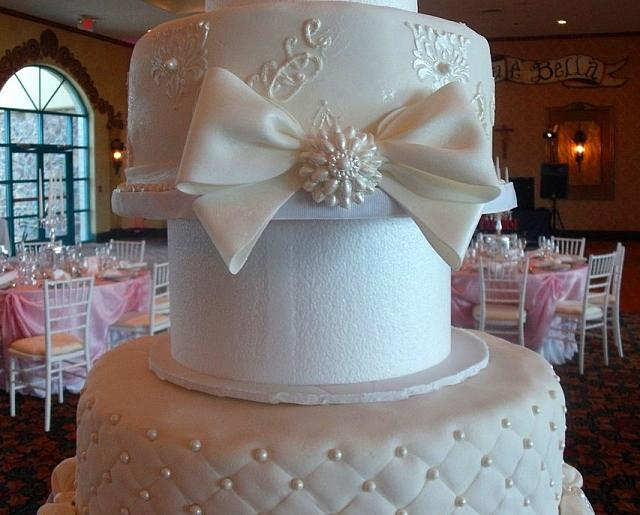 Middle Cake Jeweled Bow