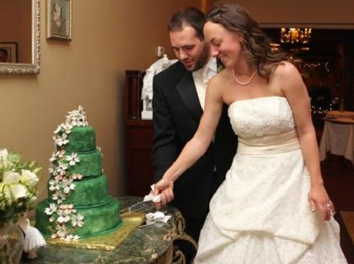 Green Wedding Cake Cutting