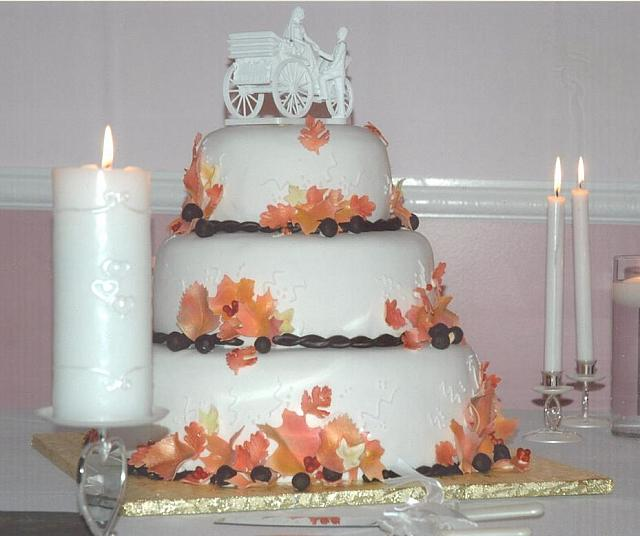 WeddingCakeFallLeaves
