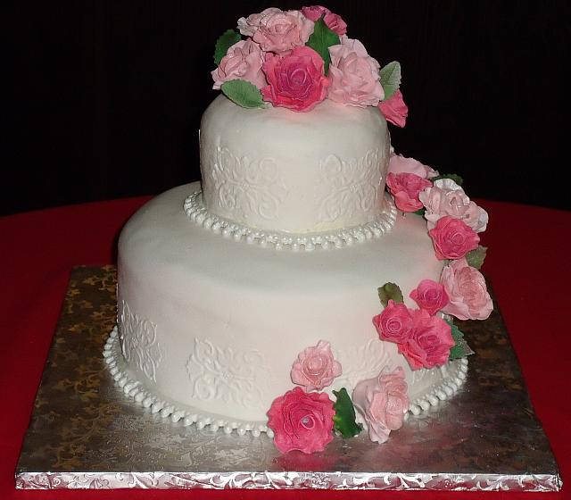 Multicolored Pink Roses Cascade Front view - notice the pearl necklace border which is made out of fondant