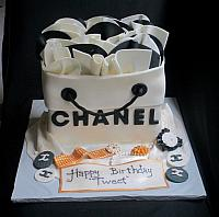 Chanel Shopping Bag Cake with Edible Jewelry for Tweet
