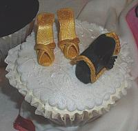 Edible Gold Shoes and Gold/Black Purse on Cupcake