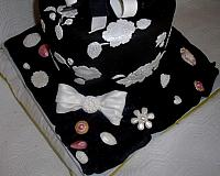 Black and White Applique Present Fondant Cake Edible Jewerly CloseUp