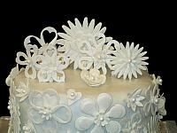 WeddingCakeWhiteFloralVeganCloseUpTop