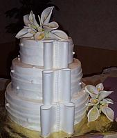 Wedding cake that looks like bride's dress